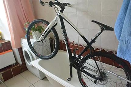 Велосипед в ванной