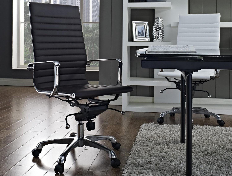 Черный офисный стул