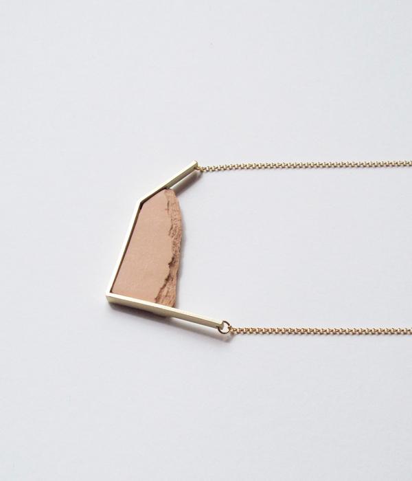 Колье-Horizon-Irregular-Pink-от-бренда-DSNU2.jpg
