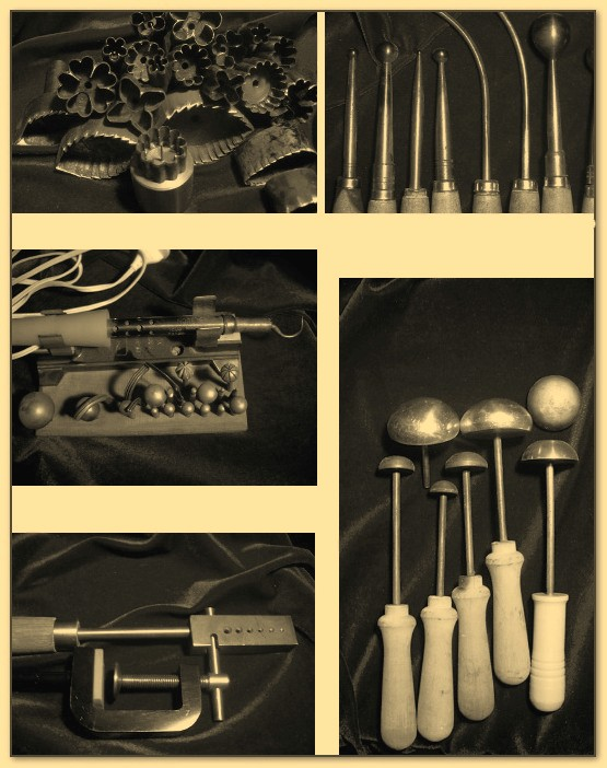 Специальные инструменты для работы с кожей по изготовлению бюваров.