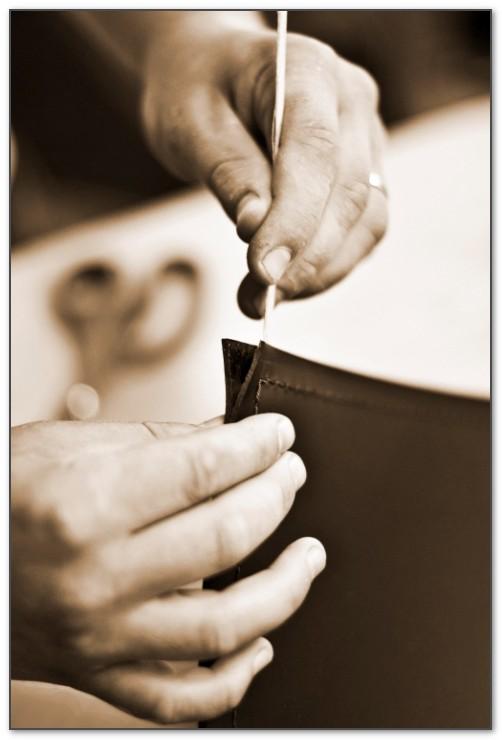 Рука при изготовлении бювара должна быть сильной и твердой.
