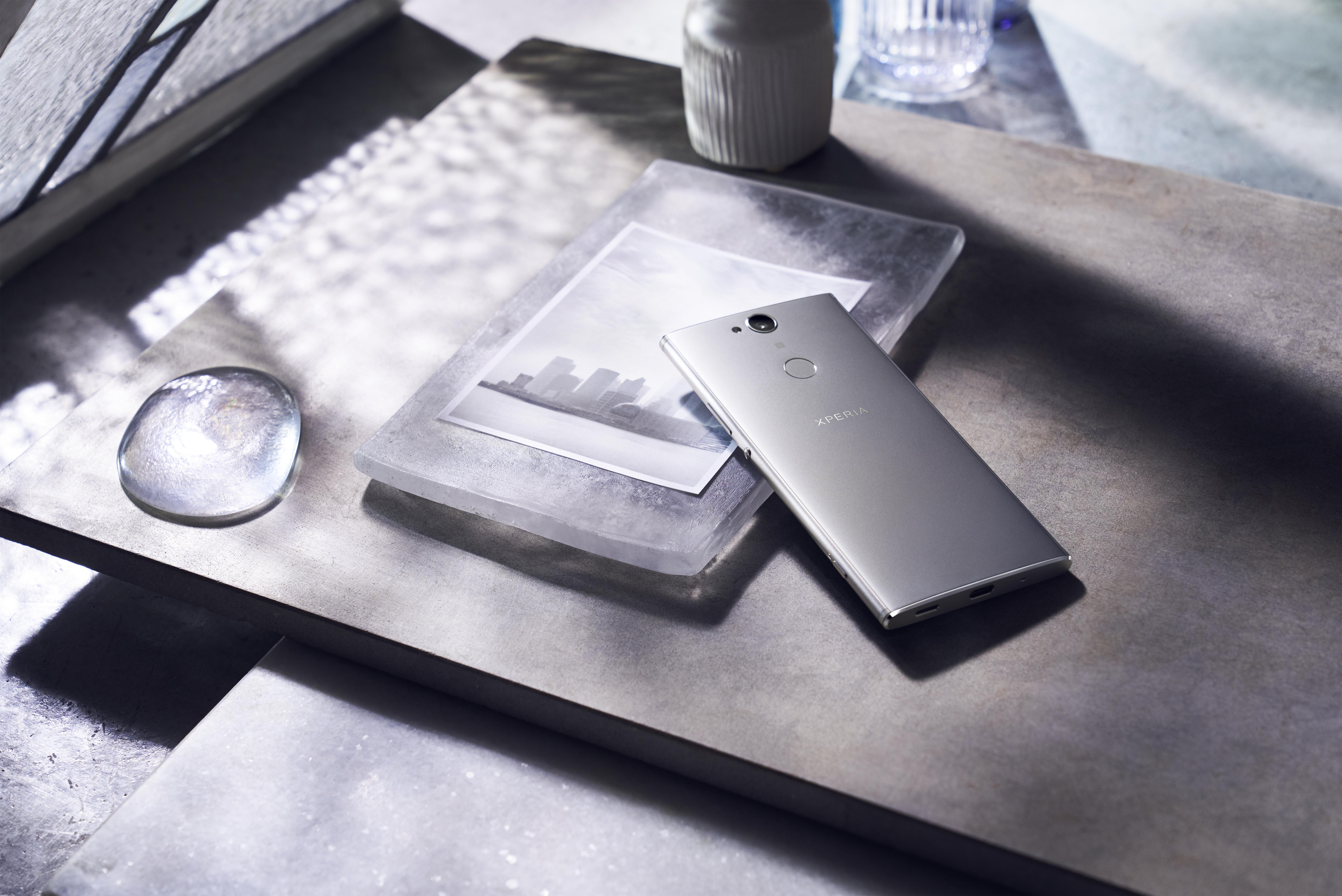 Xperia_XA2_Plus_Design_silver.jpeg