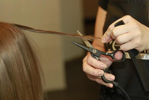 Стрижка горячими ножницами – что это и зачем?