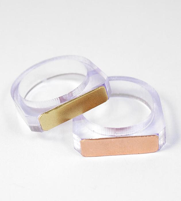 оригинальное кольцо из прозрачного плексигласа Contrast II Ring Lavender от Wolf&Moon