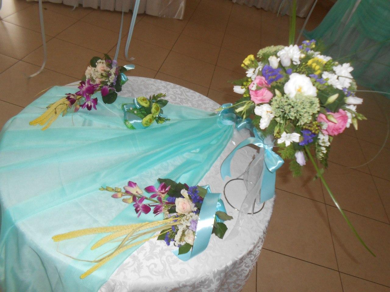 оформление_свадьбы_в_алматы_цвет_тиффани_живыми_цветами.jpg