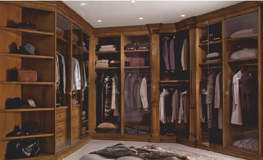 Гардеробная комната в классическом стиле из массива дуба