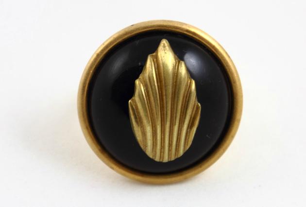 Купите массивное кольцо круглой формы