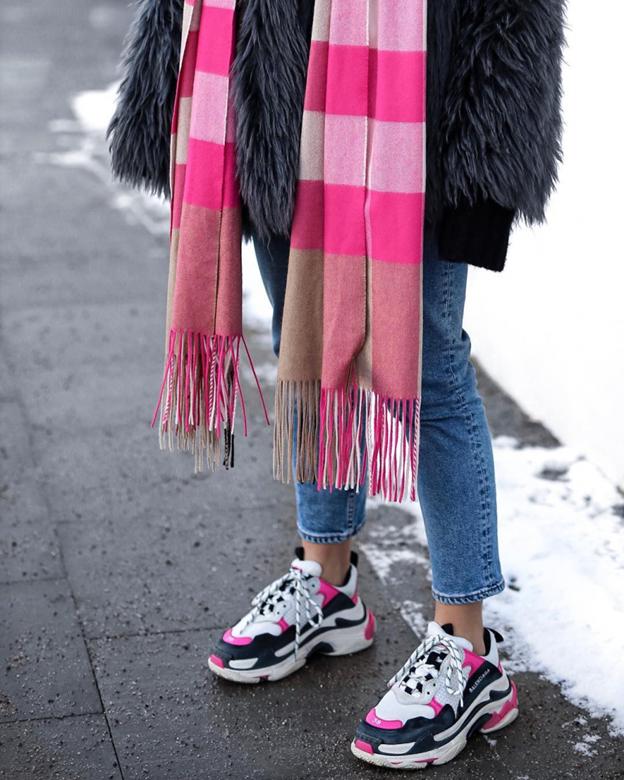Женский образ в кроссовках Balenciaga