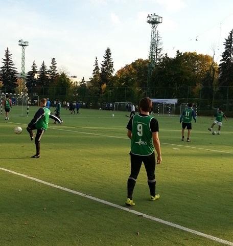 Манишки футбольные с номерами и логотипами