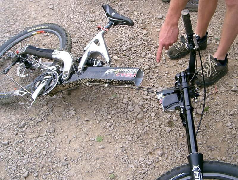 Сломанная алюминиевая велосипедная рама