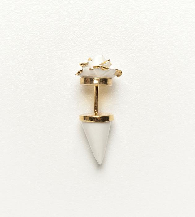 эффектное украшение из фарфора и позолоченной латуни от ANDRES GALLARDO - Flower Pyramid White