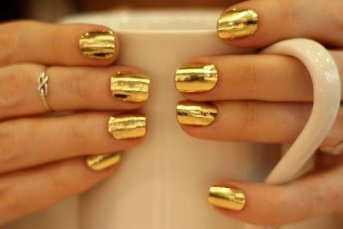 christmas-golden-infinity-ring-manicure-Favim.com-1437869.jpg