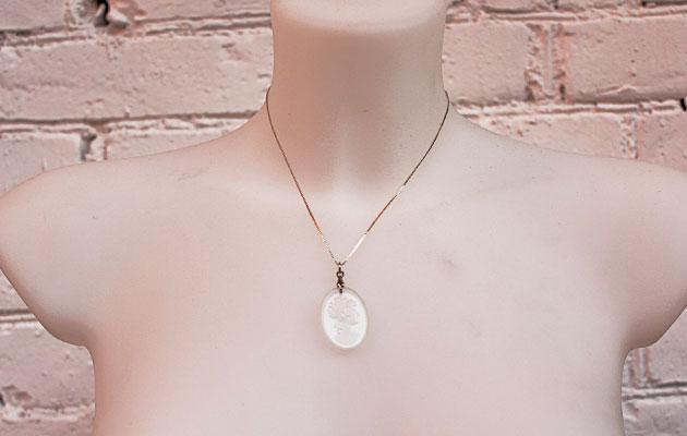купить Подвеска камея в винтажном стиле с серебряной цепочкой фото