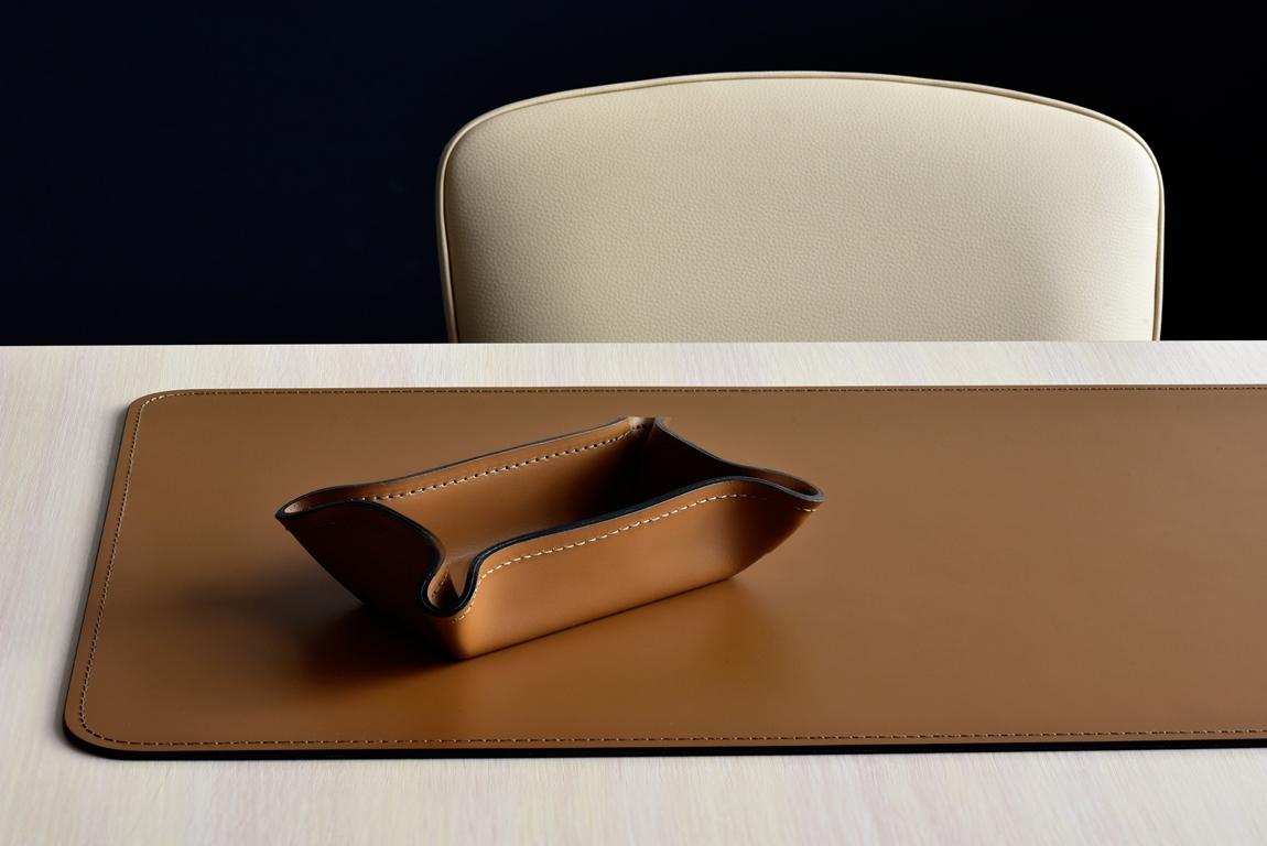 коврик на стол из кожи