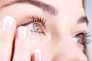 Как подобрать глазные капли от воспаления глаз, фото