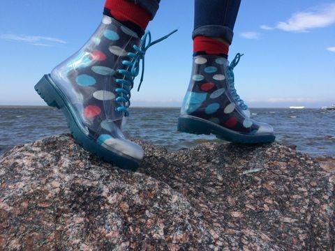 invisible_shoes_shoescondom.jpeg