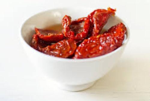 Порежем вяленые томаты