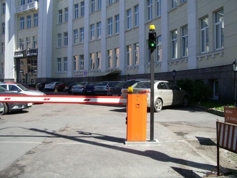 Использование светофора со_шлагбаумом