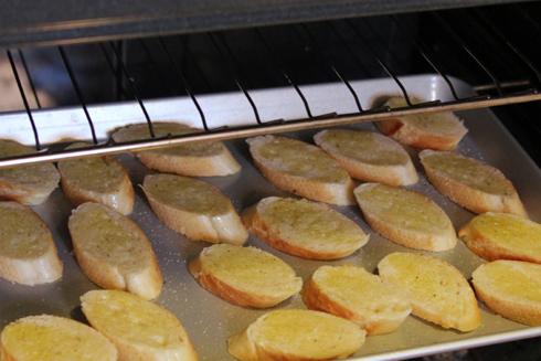 Подсушим хлеб в духовке