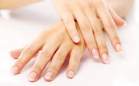 Почему ногти становятся волнистыми и как с этим бороться