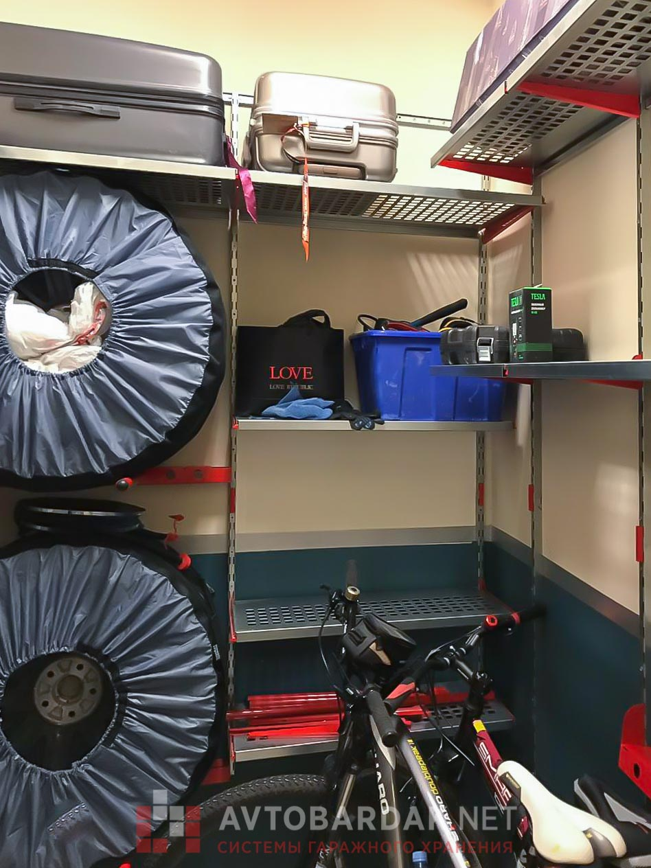 Полки в кладовке