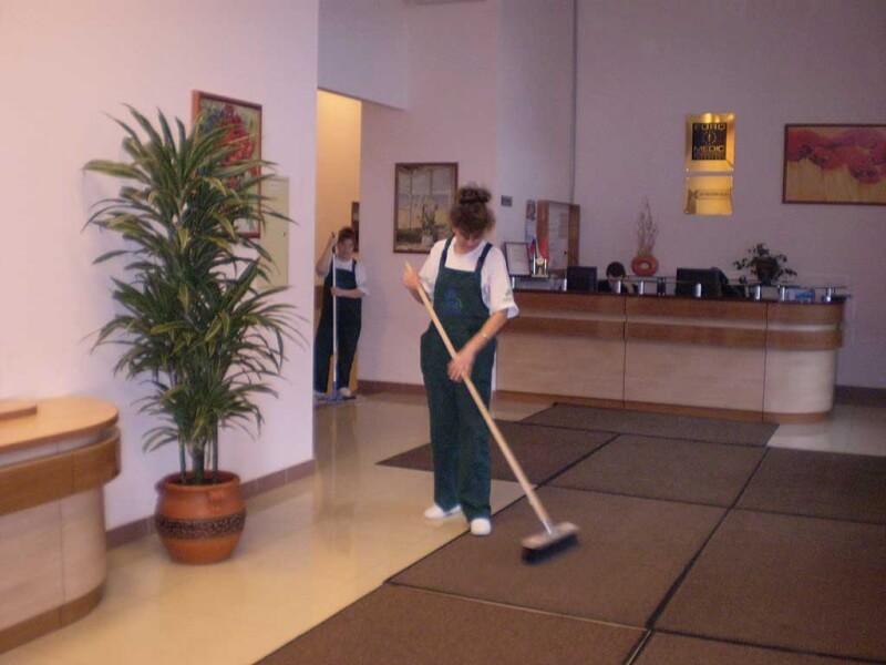 Выполнение уборки в салоне красоты