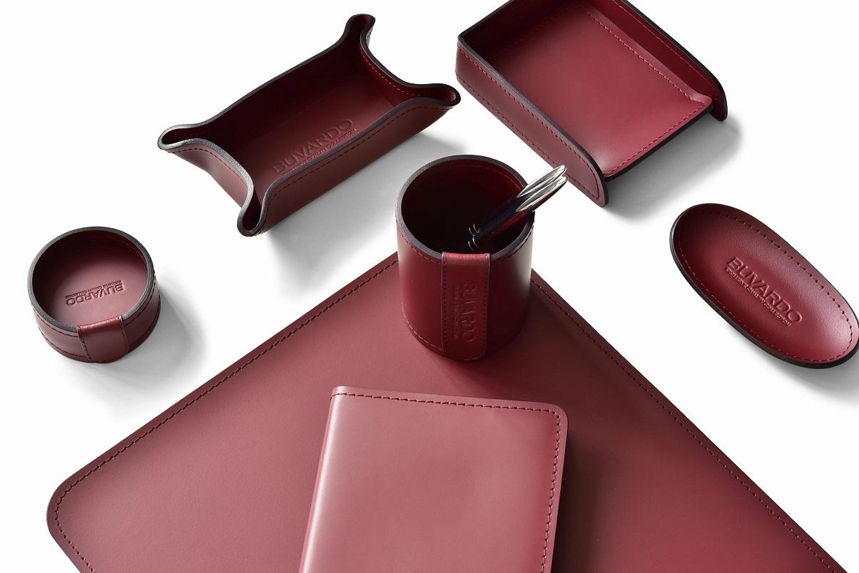красный набор на стол