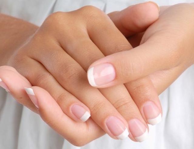 Ломкость ногтей: причины и питание