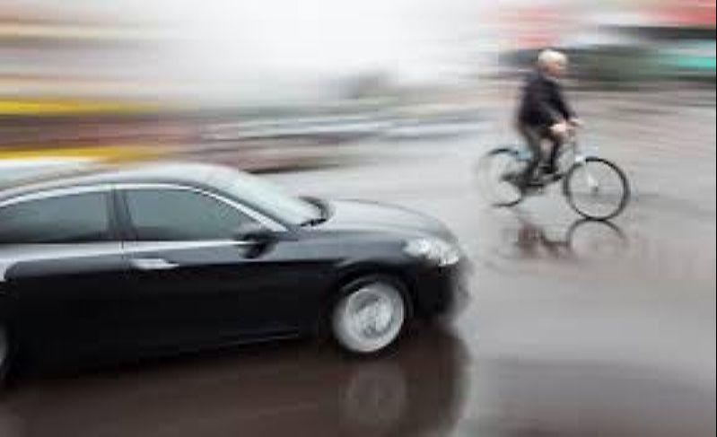 Велосипедист и автомобиль