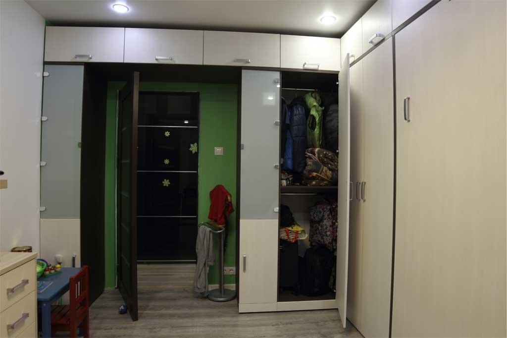 Вместительный угловой терминальный шкаф с 2 штангами