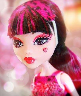 Кукла Дракулаура в платье