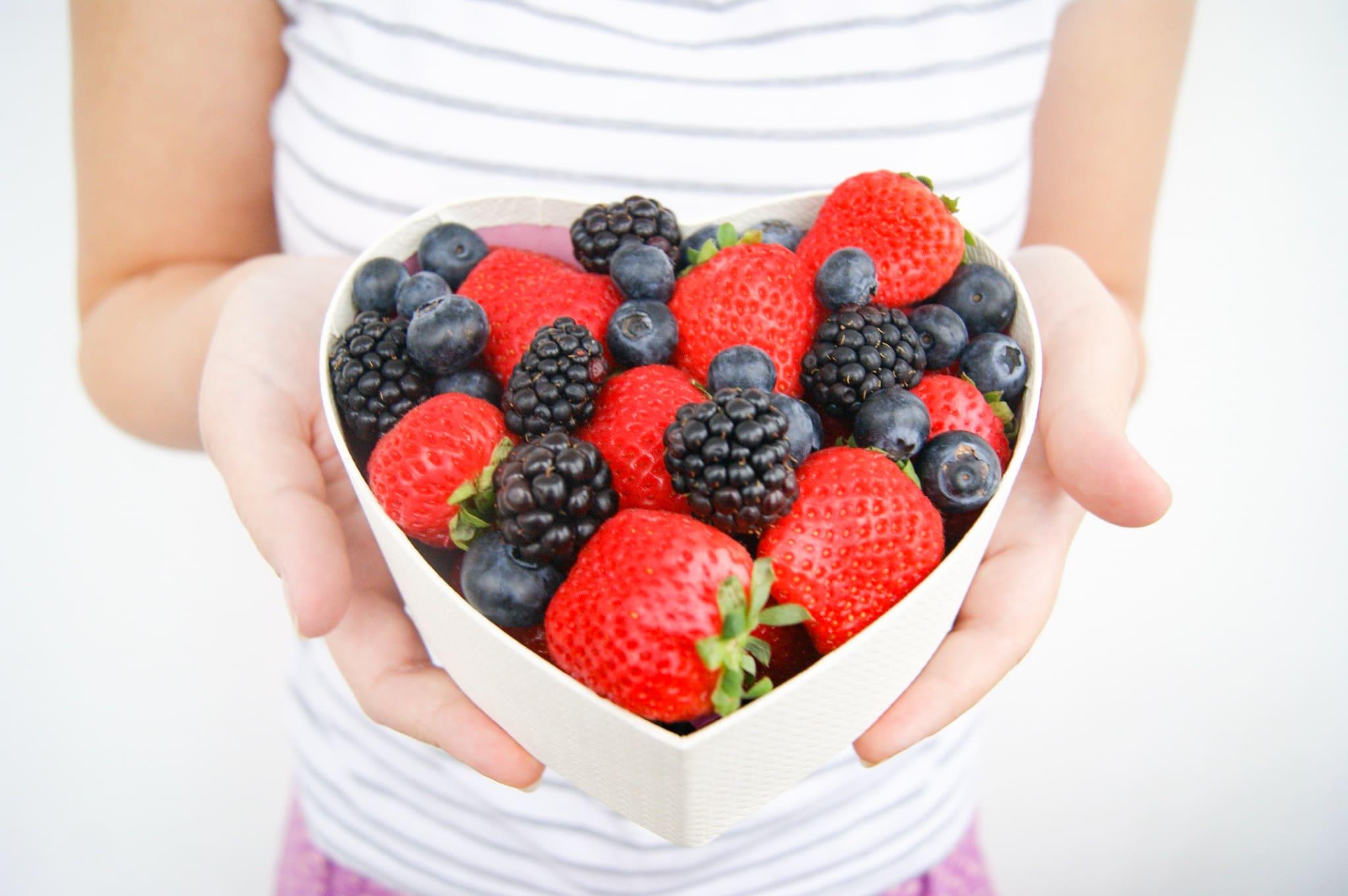 Всегда свежие ягоды, цветы и вкусный бельгийский шоколад Callebaut