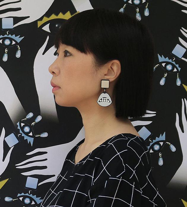 сияющие серьги в форме губ от Jennifer Loiselle - Sealed With a Kiss in Silver Earrings