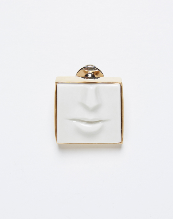 Брошь-Face-от-дизайнера-Andres-Gallardo.jpg