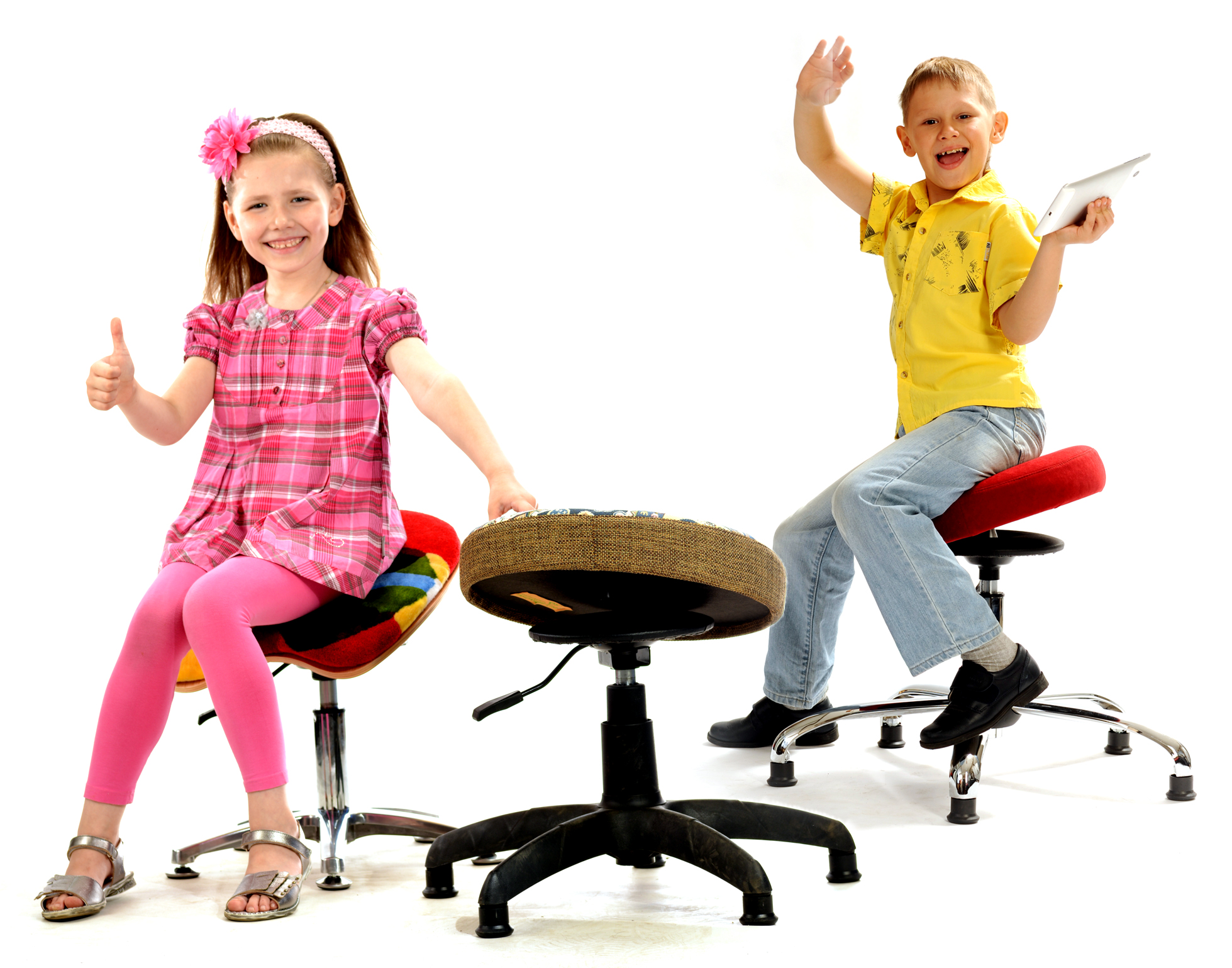 Дети радуются Танцующему Стулу
