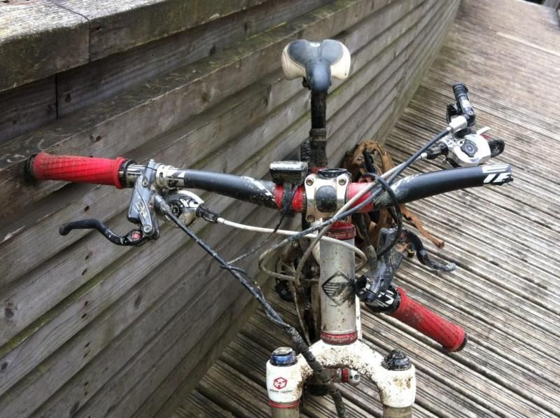 сломанный руль велосипеда