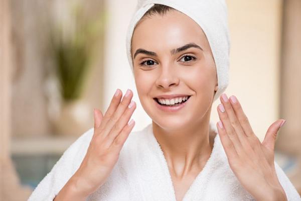 Нужно правильно очищать кожу лица