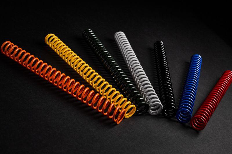 Для удобства пружины разной жесткости окрашены в разные цвета