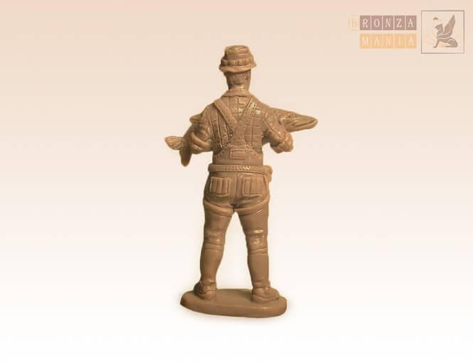 Фигурка рыбака из бронзы - рыбак миниатюра