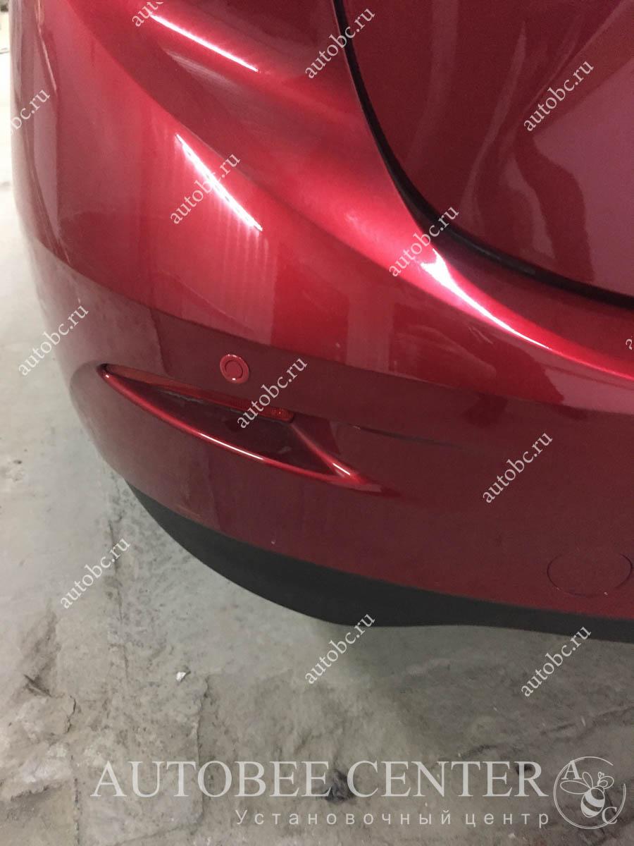 Mazda 3 (парктроник, автосигнализация)