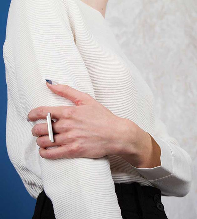 стильное кольцо Plateau Mint из матового и зеркального плексигласа от Wolf&Moon