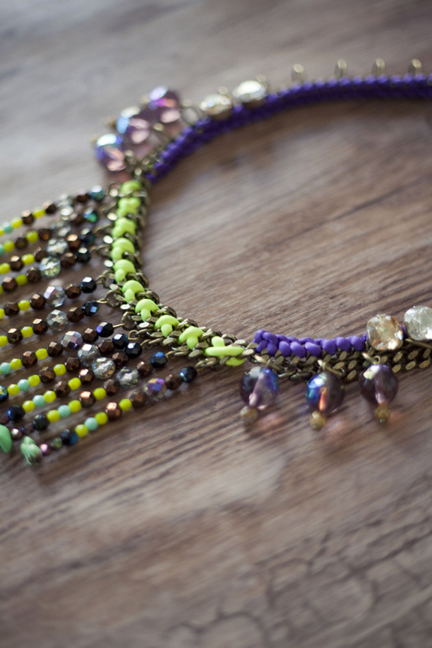 Разноцветное колье Mava Haze с кристаллами и бусинами