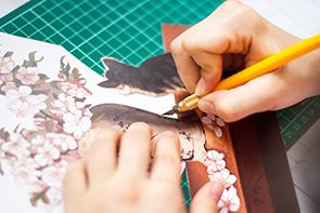 Как сделать папертоль — Шаг 3 — Воспользуйтесь скальпелем для вырезания сложных и мелких деталей.