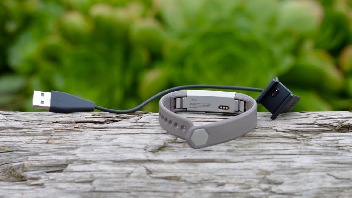 fitbit-alta-charger-1458326851-j2BK-full-width-inline.jpg