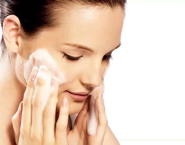 Скраб или маска не наносится на неочищенную кожу