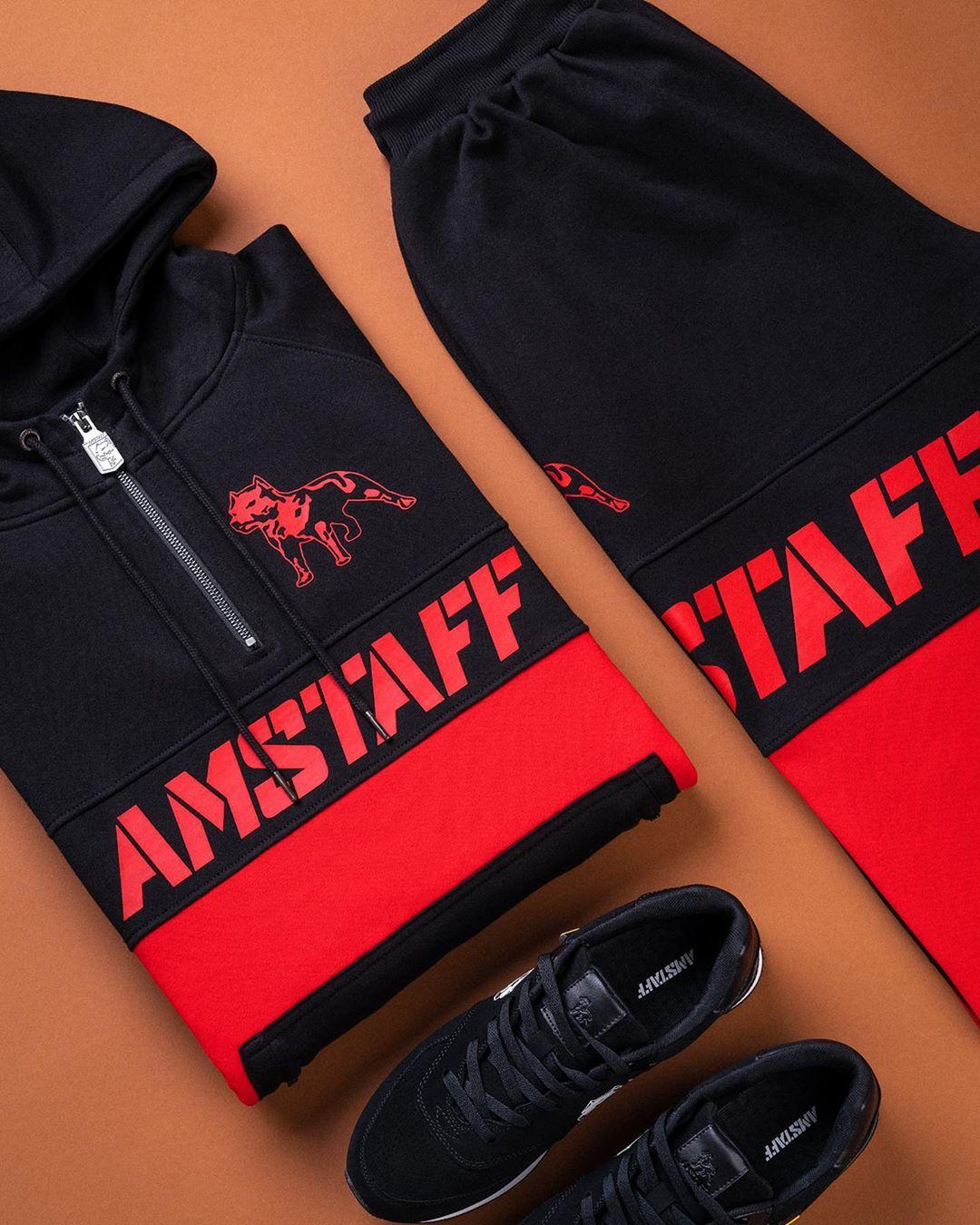 Комплект толстовка с капюшоном и короткой молнией + спортивные брюки.