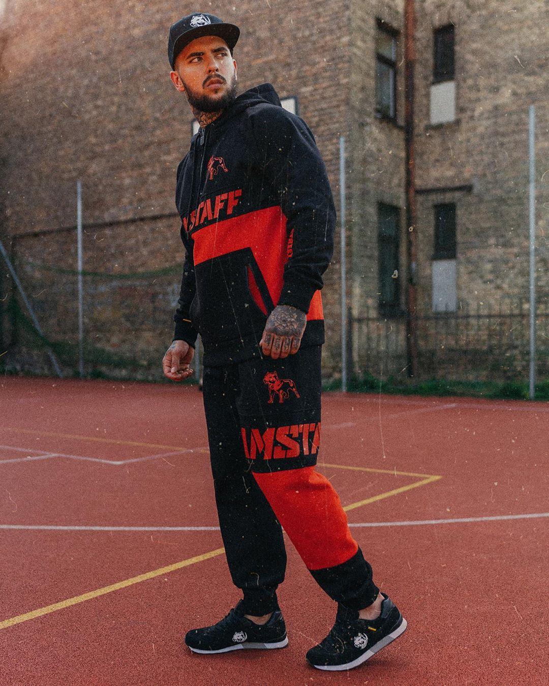 Фото красно черные спортивные костюмы