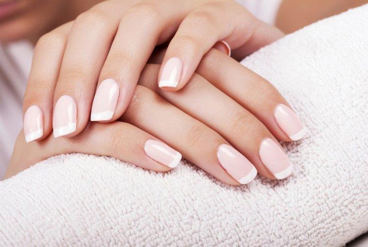 Хрупкие ногти: причины и способы борьбы