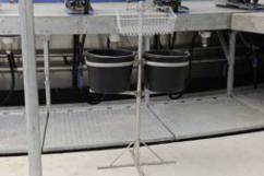 Стойка с ведрами и корзиной для гигиенических салфеток для доильного зала Карусель