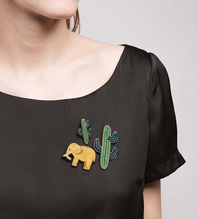 расшитая брошь в форме слона от Macon&Lesquoy - Gold Elephant